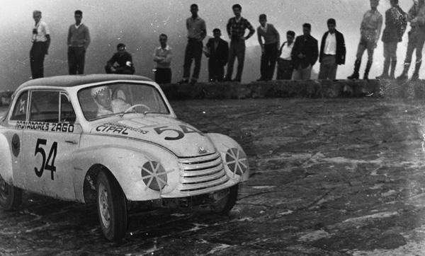 Flavio Del Mese, que saiu do Rio Grande do Sul com seu DKW 1951 só para participar da prova, foi o vencedor na categoria até 1.300 cm3