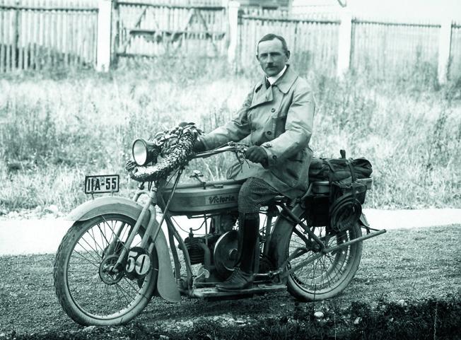Martin Stolle com sua Victoria com motor M 2 B 15